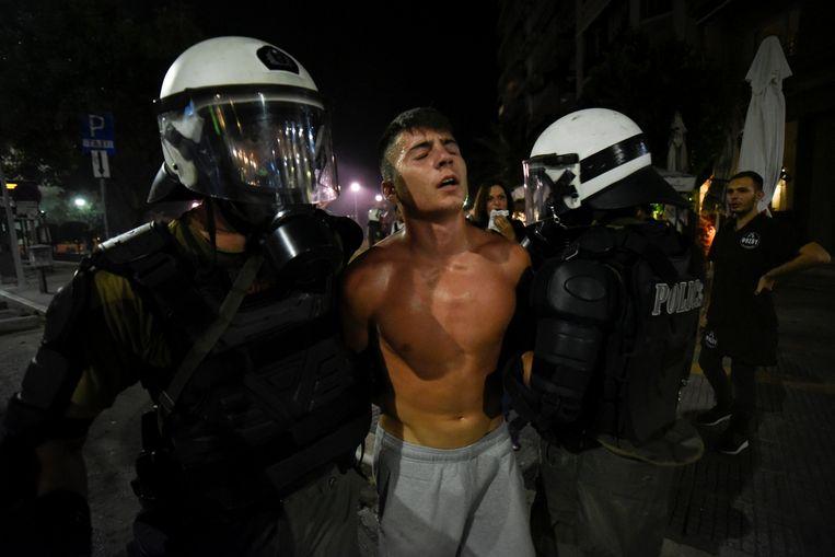 In Thessaloniki kwam het tot rellen met de politie. Aanleiding is de overeenkomst tussen de Griekse en de Macedonische regering over de naam 'Macedonië. Vele Grieken kunnen hier niet mee leven.