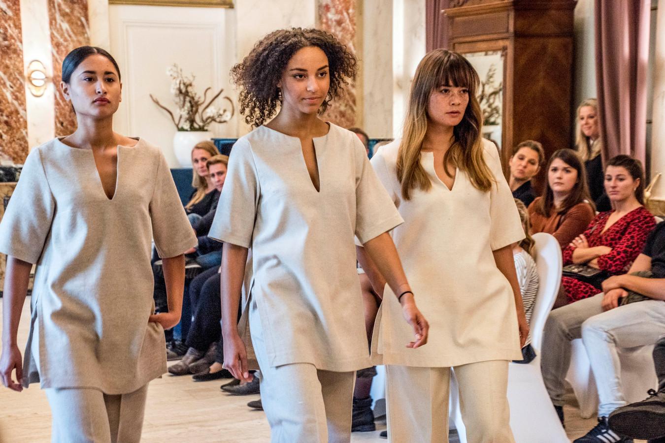 Het Tilburgse bedrijf Wolkat loopt voorop in hergebruik van textiel. Onder meer in een modeshow met ROC-studenten in 2017 werd dat getoond.