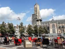 Een lege stoel op de Markt voor iedere Gelderse verkeersdode van 2017
