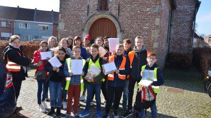 Leerlingen Veertjesplein verstoppen zwerfboeken in Heirbrugwijk
