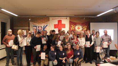 Brevetten uitgereikt aan hulpverleners van Rode Kruis