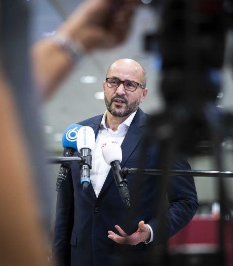 Tientallen boetes bij offensief politie in Arnhem: 'Dit moet de golf aan drugs, dealers en hufters breken'