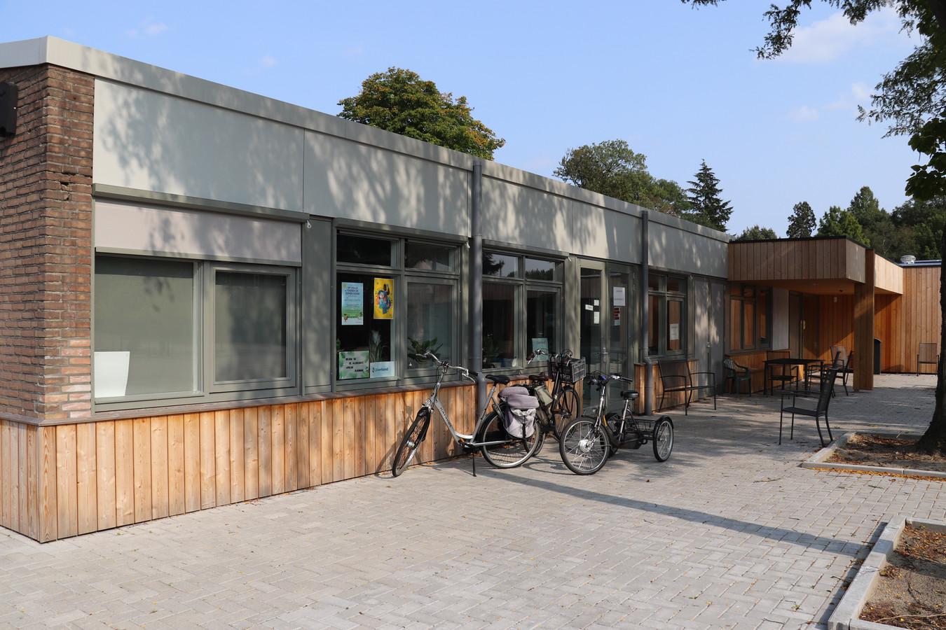 Het vernieuwde dagbestedingscentrum op het terrein van 't Bouwhuis kan vooralsnog vanwege coronamaatregelen slechts beperkt worden gebruikt.