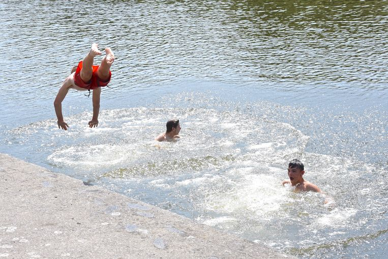 Hittegolf Menen 13u30 - 34°C Illegaal zwemmen in de Leie