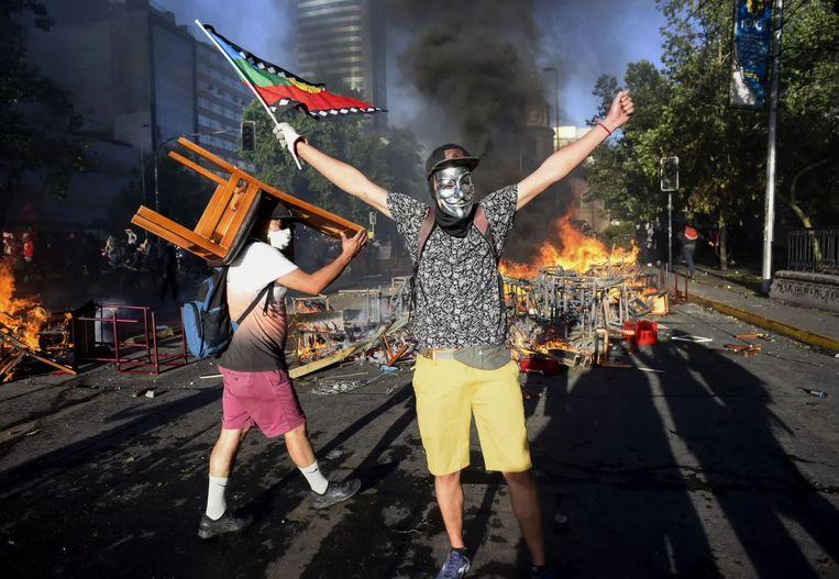 Demonstranten clashen met politie tijdens protesten tegen de president. Beeld Getty Images