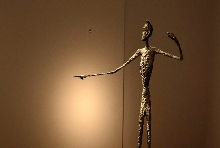 Alberto Giacometti's Wijzende Man werd begin mei voor een recordbedrag van 126,7 miljoen euro geveild bij veilinghuis Christie's in New York. Beeld EPA