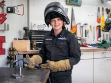 Mathijs (11) zit nog op de basisschool, maar is nu al gediplomeerd lasser