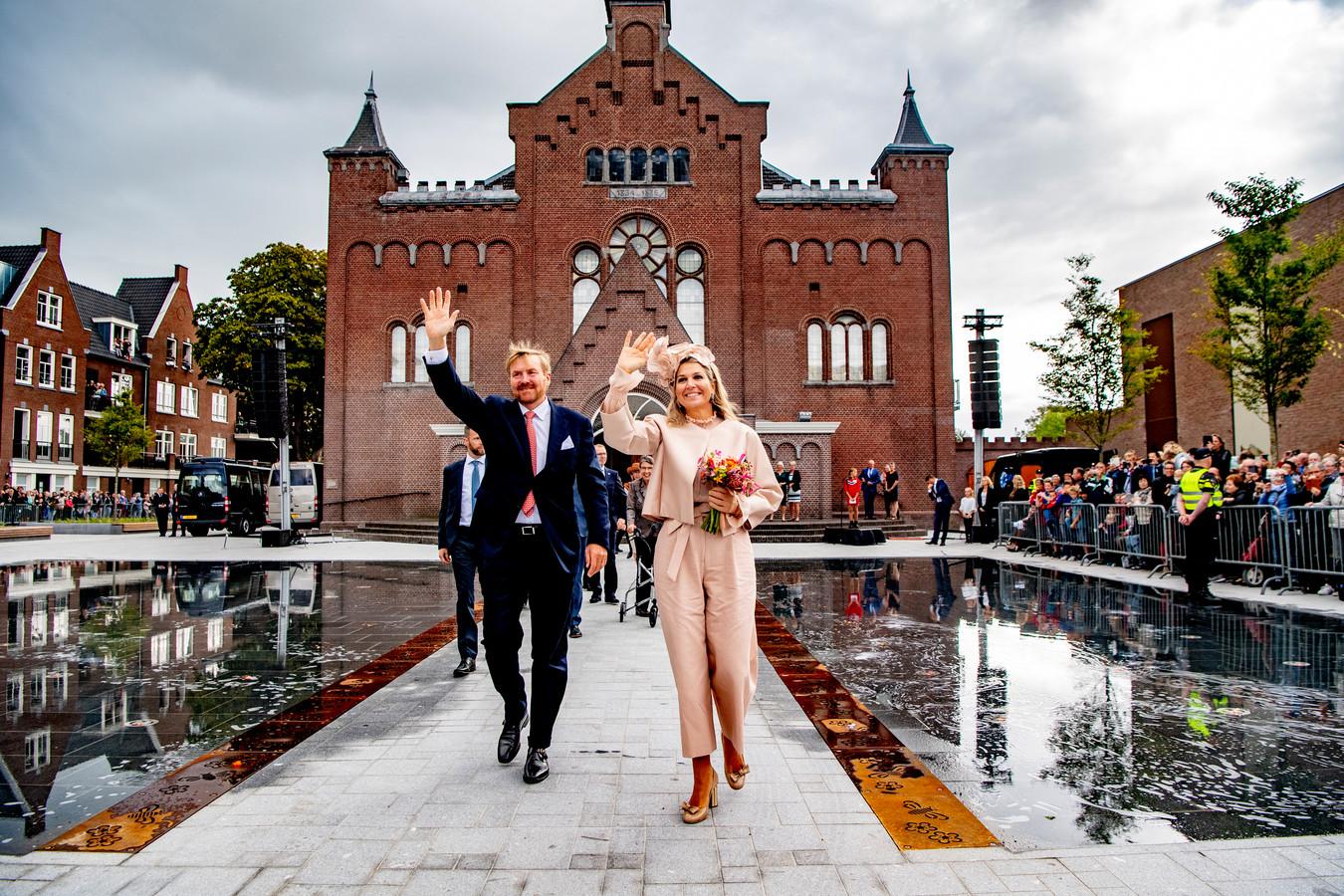 Koning Willem-Alexander en koningin Máxima zijn woensdag, daags na Prinsjesdag, in Hoogeveen begonnen aan een streekbezoek aan Zuidwest-Drenthe