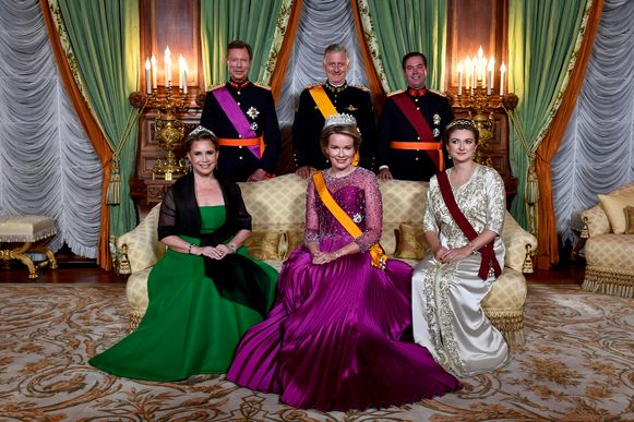Filip en Mathilde brachten in oktober een staatsbezoek aan het Groothertogdom. Ze poseerden in galakleding met Henri en Maria-Teresa en de Luxemburgse troonopvolger Guillaume (38) en zijn Belgische echtgenote, gravin Stephanie de Lannoy (35).