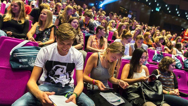 Aankomende studenten van de Erasmus Universiteit Rotterdam maken kennis met elkaar en de universiteit. Beeld anp