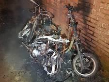 Scooters branden uit in Doesburg