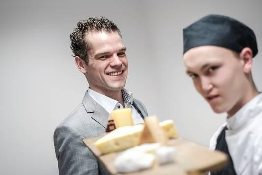 Fromager Maarten Koek tijdens een workshop met Achterhoekse en Liemerse kazen bij de Smaakacademie.