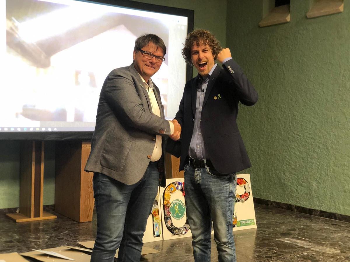 In Zwolle reikte Maurice Beijk het Groene Lintje uit aan Tijmen Sissing.