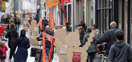 Houten 'Flipje-middenberm' weer in Tielse binnenstad om coronabesmettingen te voorkomen
