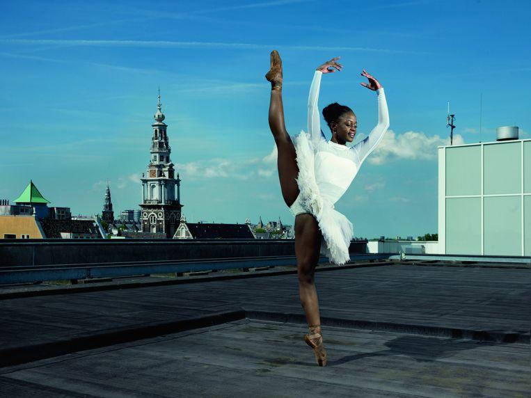 Michaela DePrince, Amerikaanse balletdanseres bij het Nationaal Ballet, haar Amerikaanse droom ligt vooralsnog in Nederland. 'Dit gezelschap doet alles wat je je maar kunt voorstellen, ik moest hier gewoon naar toe' Beeld Marte Visser