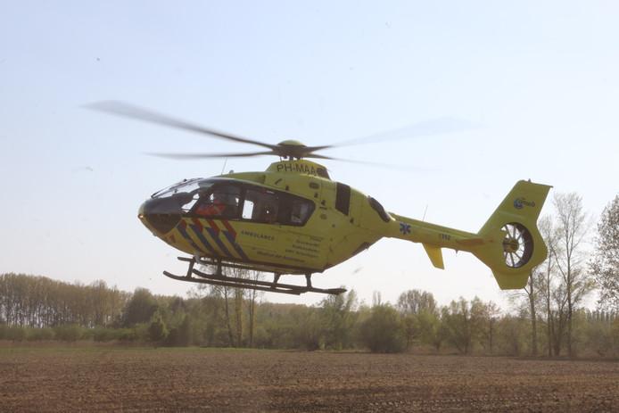 Traumahelikopter in Schijndel geland voor medisch incident.