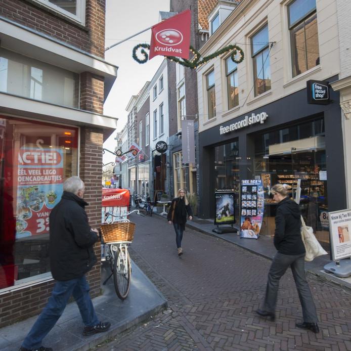 Een winkelstraat in Zierikzee.
