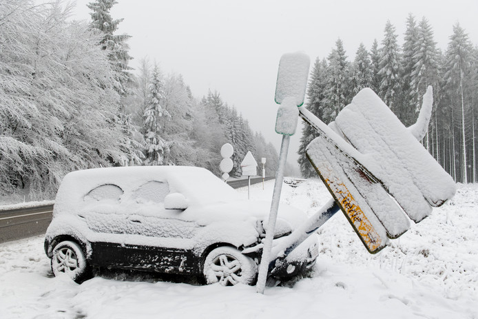 A Waimes, un chauffeur a percuté des panneaux routiers