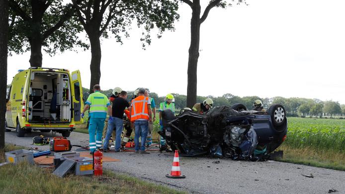 Een vader en zijn kind zijn zondagmiddag gewond geraakt bij een eenzijdig ongeval op de Quayweg in Landhorst