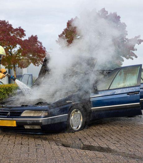 Zuur voor nieuwe eigenaar: nog maar net apk-gekeurde Citroën vat vlam in Zwolle