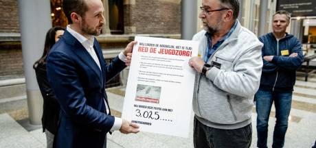 Minister: Moederorganisatie Hoenderloo groep is 'too big to fail'