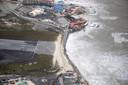 Luchtfotografie van de schade aan het vliegveld op Sint-Maarten van orkaan Irma. De NH90 helikopter van Zr. Ms. Zeeland een eerste verkenningsvlucht gevlogen over de eilanden Saba, Sint Eustatius en Sint Maarten.