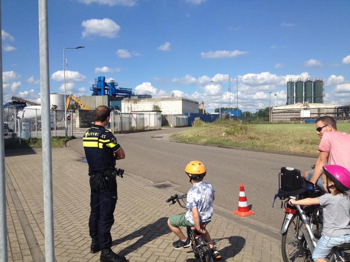 De politie sloot de weg tijdelijk af.