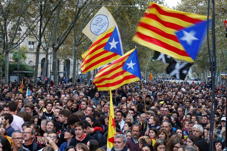 Duizenden Catalanen kwamen deze avond bij elkaar in Barcelona.