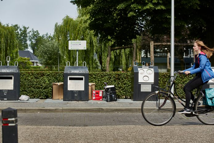 Afval van inwoners van de gemeente Lochem bij inzamelplekken. Om te komen tot een goed afvalinzamelingsplan hield de gemeente een onderzoek onder inwoners.