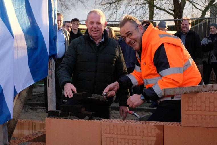 Schepen Jan Hendrickx en burgemeester Walter Horemans namen de eerstesteenlegging voor hun rekening.