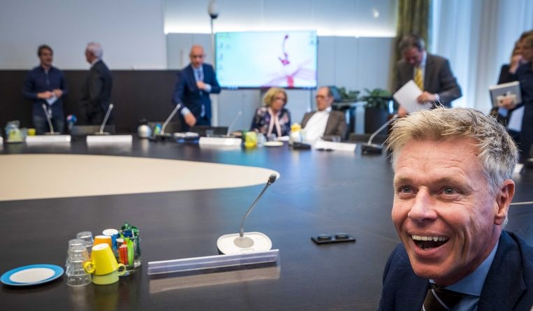 Rob Roos, lijsttrekker van Forum voor Democratie bij de startbijeenkomst met Hans Wiegel, informateur voor Zuid-Holland.  Beeld ANP