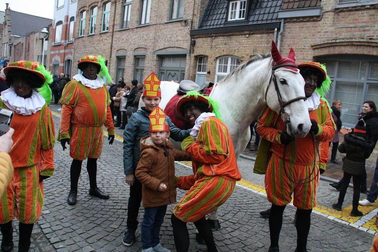 Op de foto met het paard van Sinterklaas.