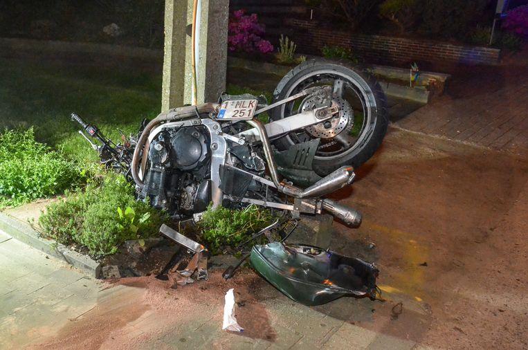 De motor werd volledig tot schroot herleid.