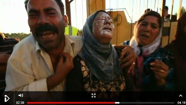 Screenshot van de BBC-video met beelden van slachtoffers van een brandbom.