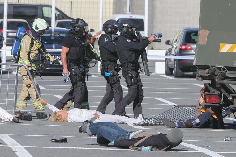Grote oefening aan Flanders Expo in Gent door politie- en hulpdiensten bij terroristische aanslag.