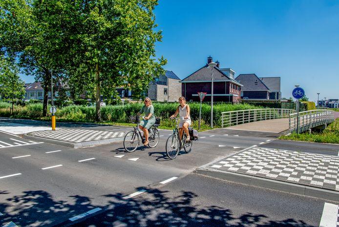 De nieuwe oversteek over de Broekveldselaan, vanuit de nieuwbouwwijk Weideveld.