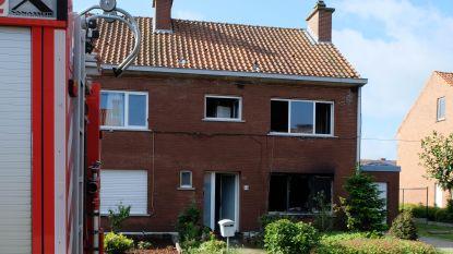 "Bewoners van uitgebrande woning aangehouden: ""Huis bleek vol drugs te liggen"""
