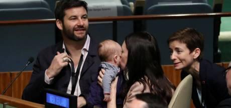 Luiers en borstvoeding, baby premier Nieuw-Zeeland mee naar VN-vergadering