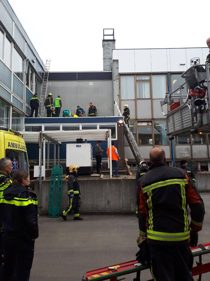 De man viel van het dak bij een bedrijf in Eerbeek.