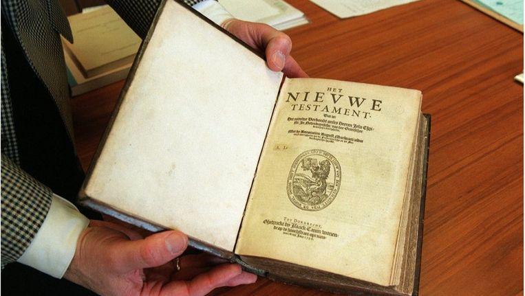 Uniek exemplaar van het Nieuwe testament dat de universiteitsbibliotheek in 1996 heeft aangeschaft. Beeld ANP