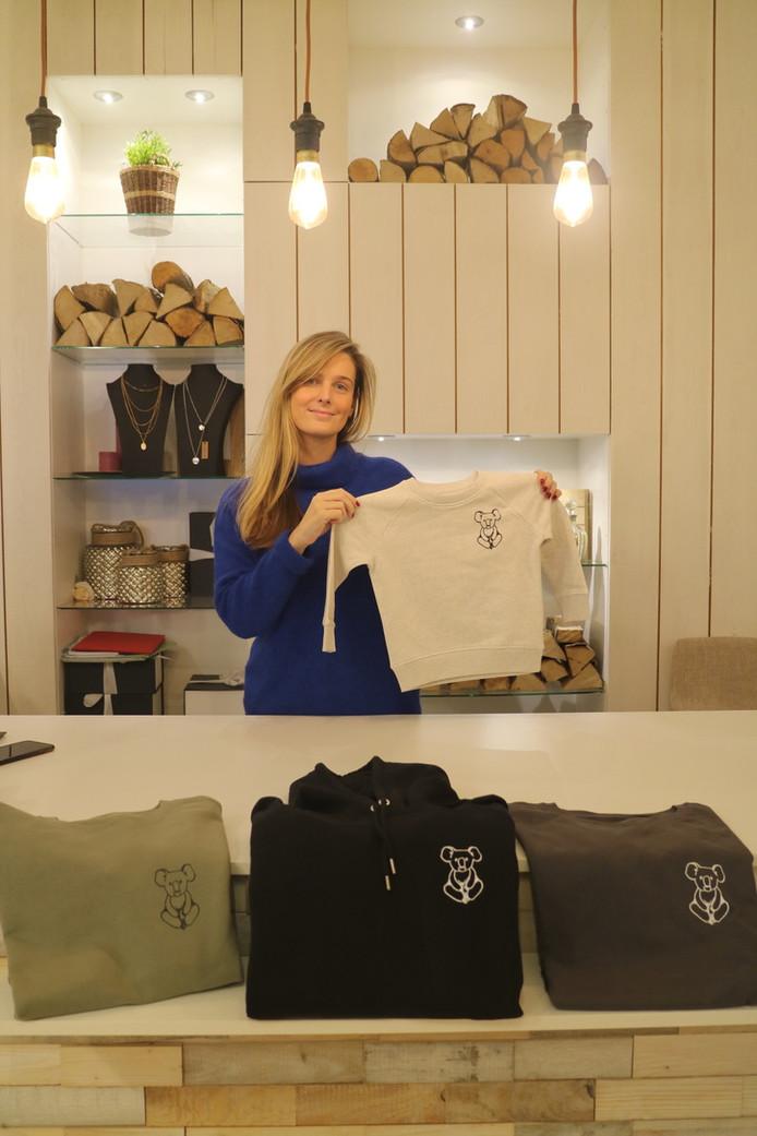 Lien Riemslagh verkoopt sweaters en T-shirts voor mannen, vrouwen en kinderen.