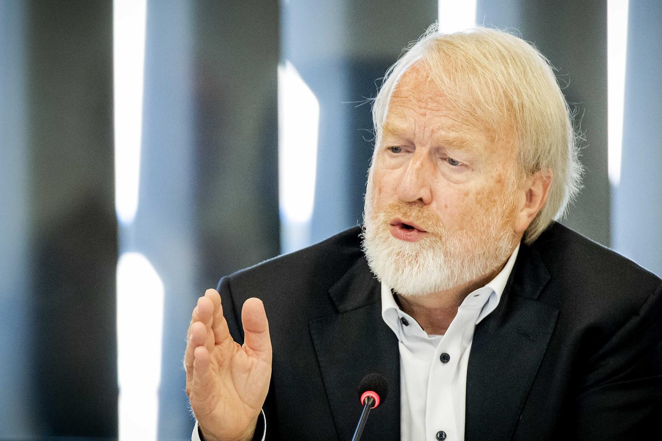 Jaap van Dissel, directeur van het Centrum Infectieziektebestrijding van het RIVM, tijdens de technische briefing in de Tweede Kamer.