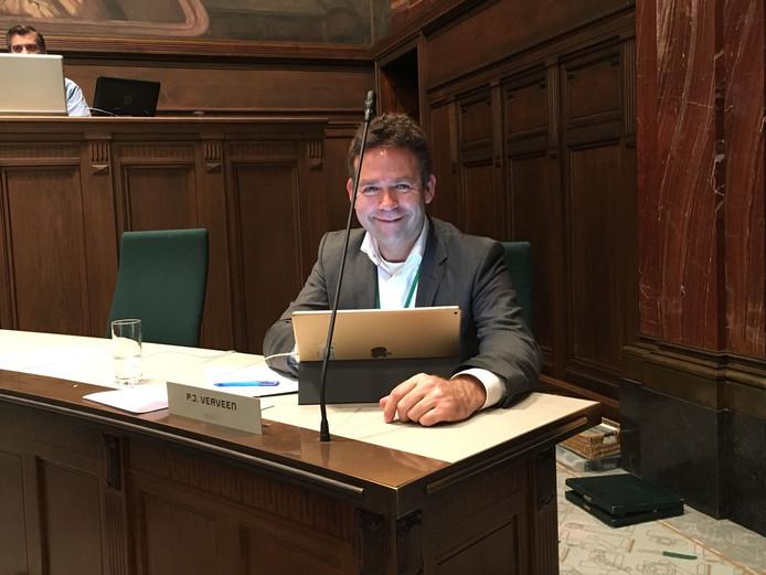 Het gewipte D66-fractielid Jos Verveen denkt als éénmansfractie nog een rol te gaan spelen in de stadiondiscussie.