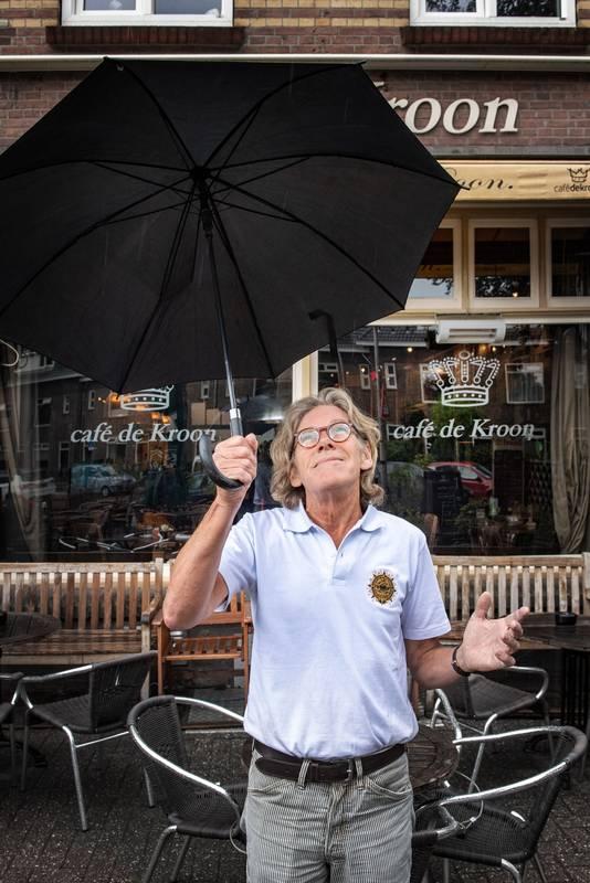 Hobbyweerman Pieter van Soest van café De Kroon.