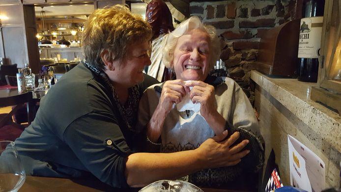 Yvonne Nolte met haar moeder.