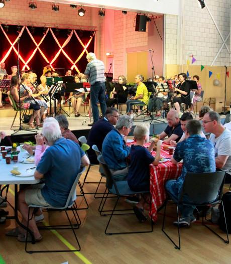 Aan een stuk door spelende orkesten bij Muziekmarathon De Volharding Steenbergen