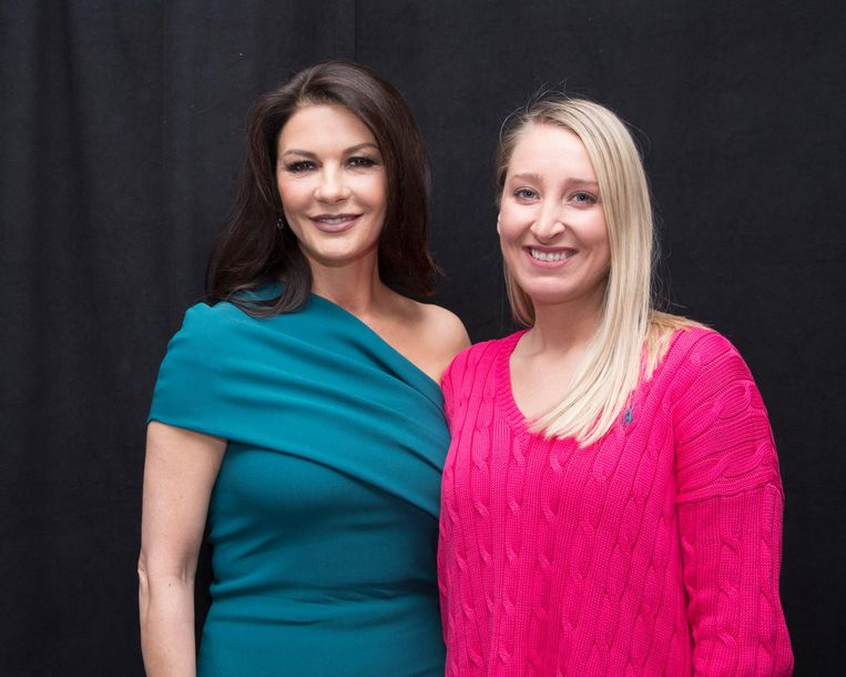 Onze reporter in Hollywood Kristien samen met Catherine Zeta Jones.