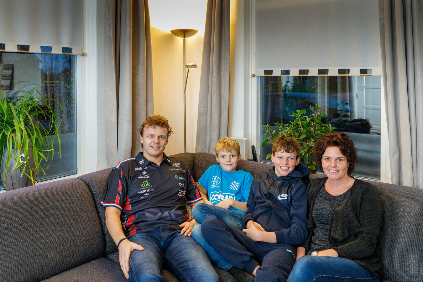 Richard Veenstra met zijn twee zoons en vrouw Monique in Ossenzijl.