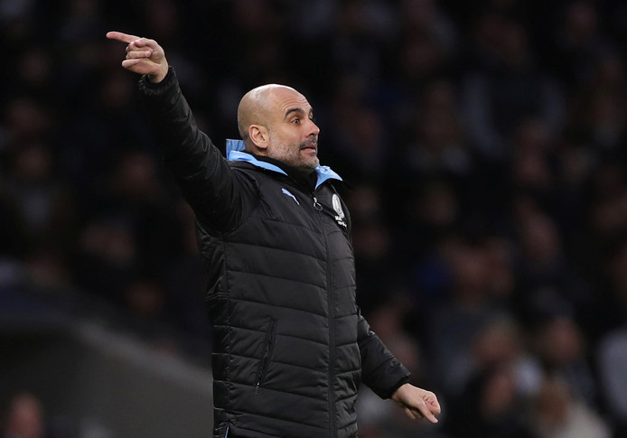 Guardiola langs de kant als trainer bij Manchester City.