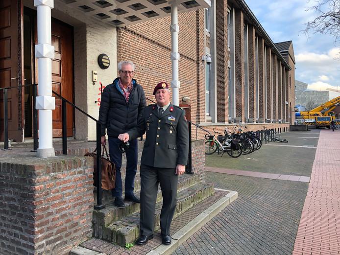 Arie Donck (rechts) met zijn advocaat Frits Schirmeister bij de rechtbank in Eindhoven.
